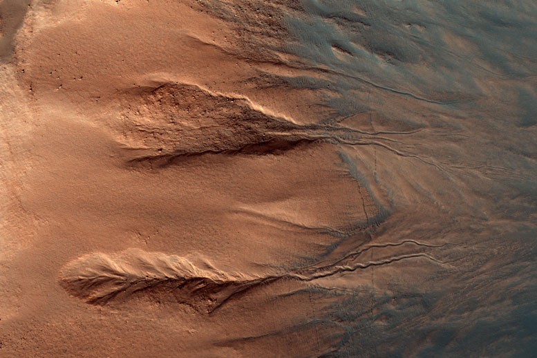 New HiRISE Image Views Contrasting Colors of Crater Dunes and Gullies on Mars